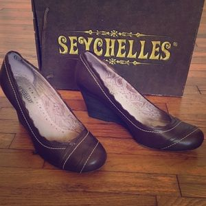 These shoes!! Seychelles brown wedges.